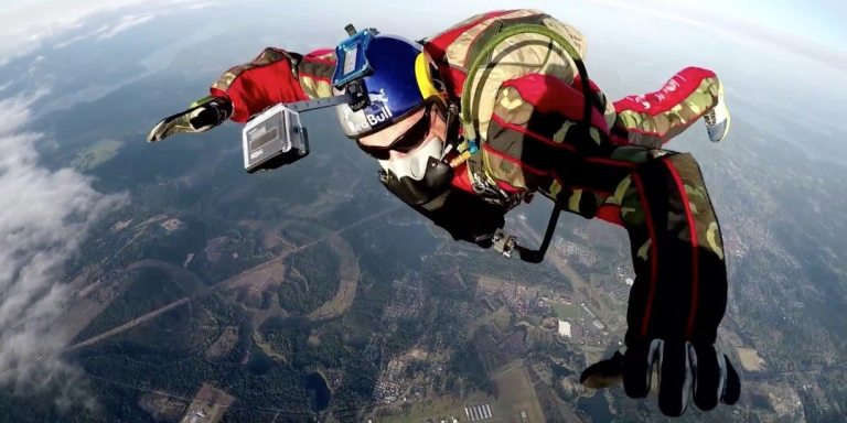 Luke Aikins Skydiving
